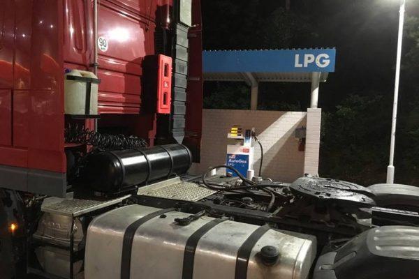 DAF XF 105 nádrž LPG za kabinou