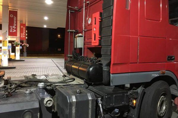 Nádrž LPG za kabinou tahače pro Dual Fuel Diesel LPG